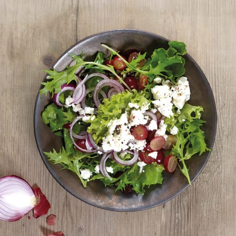 Foto Gemischter Blattsalat mit Trauben und Feta von WW