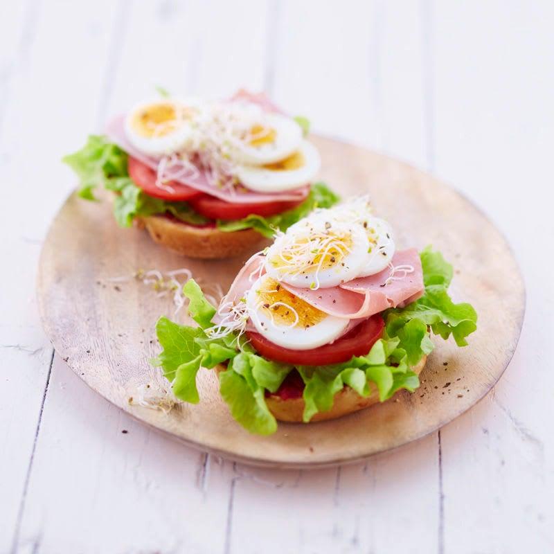 Photo de Petit pain à l'oeuf et au jambon prise par WW
