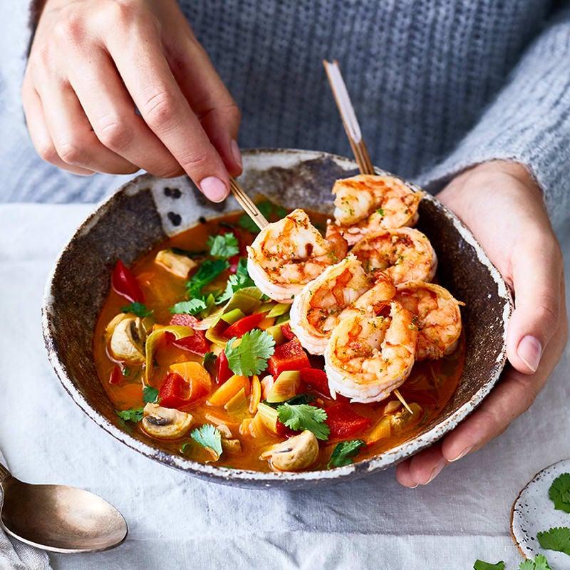 Photo de Soupe de légumes au curry avec brochettes de crevettes prise par WW