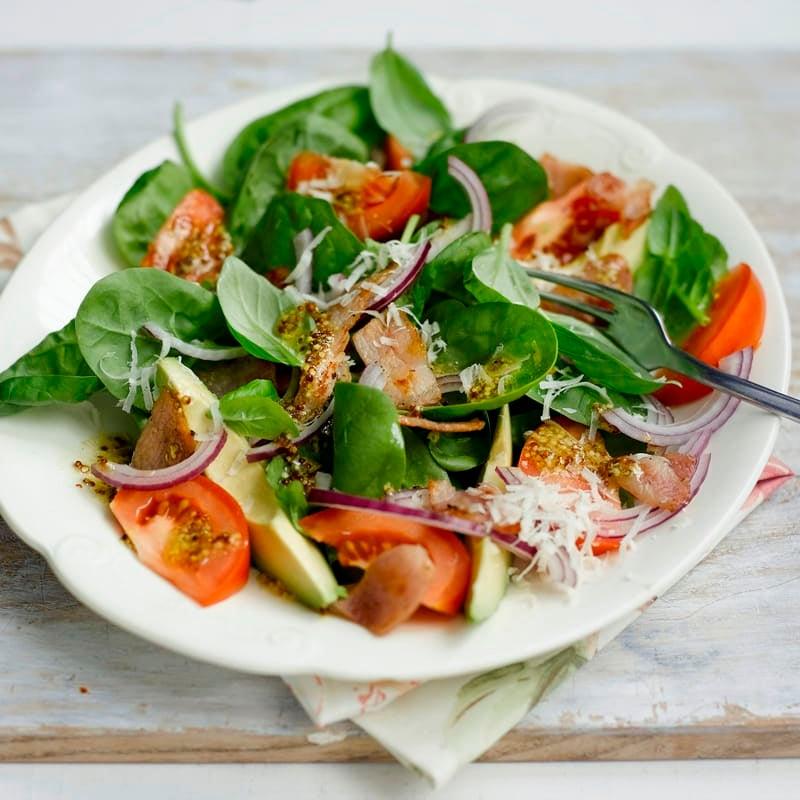 Photo de Salade d'épinards aux avocats et au lard prise par WW