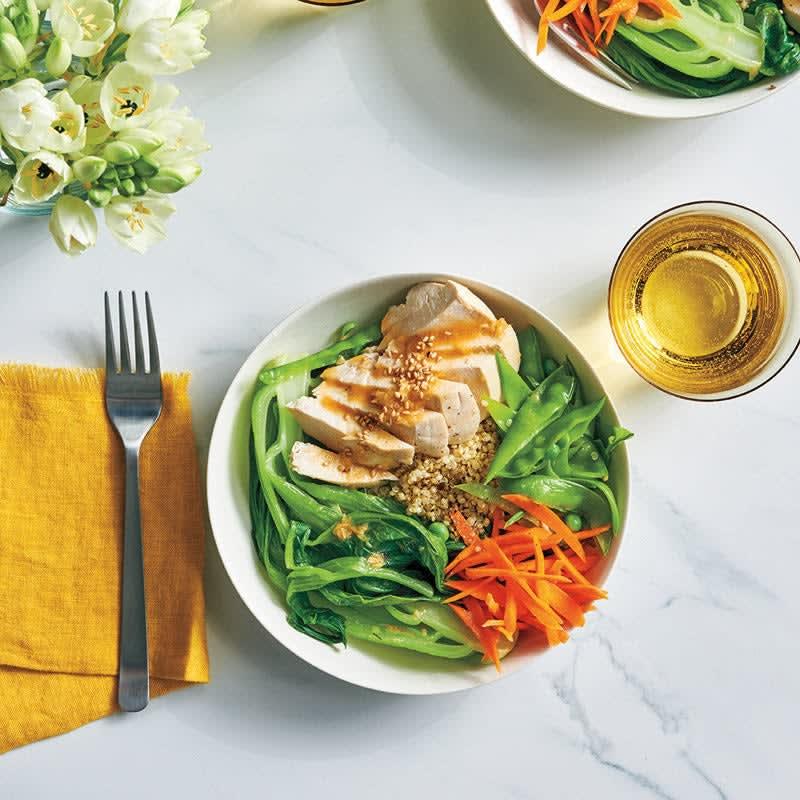 Foto Quinoa-Poulet-Bowl mit Sesam-Ingwer-Dressing/Quinoa-Hähnchen-Bowl mit Sesam-Ingwer-Dressing von WW