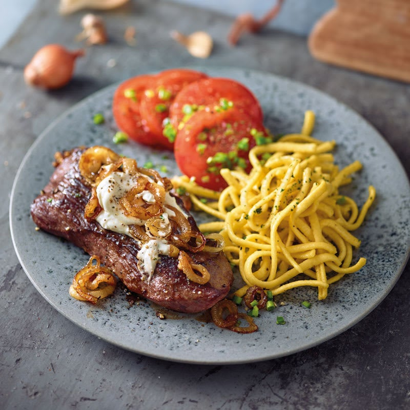 Photo de Steak à la crème aux oignons et sa salade de tomates prise par WW
