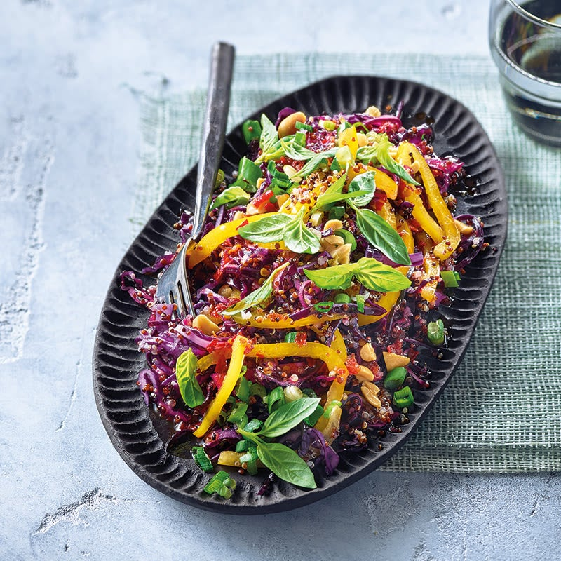 Foto Quinoa-Thai-Salat mit Limettendressing von WW