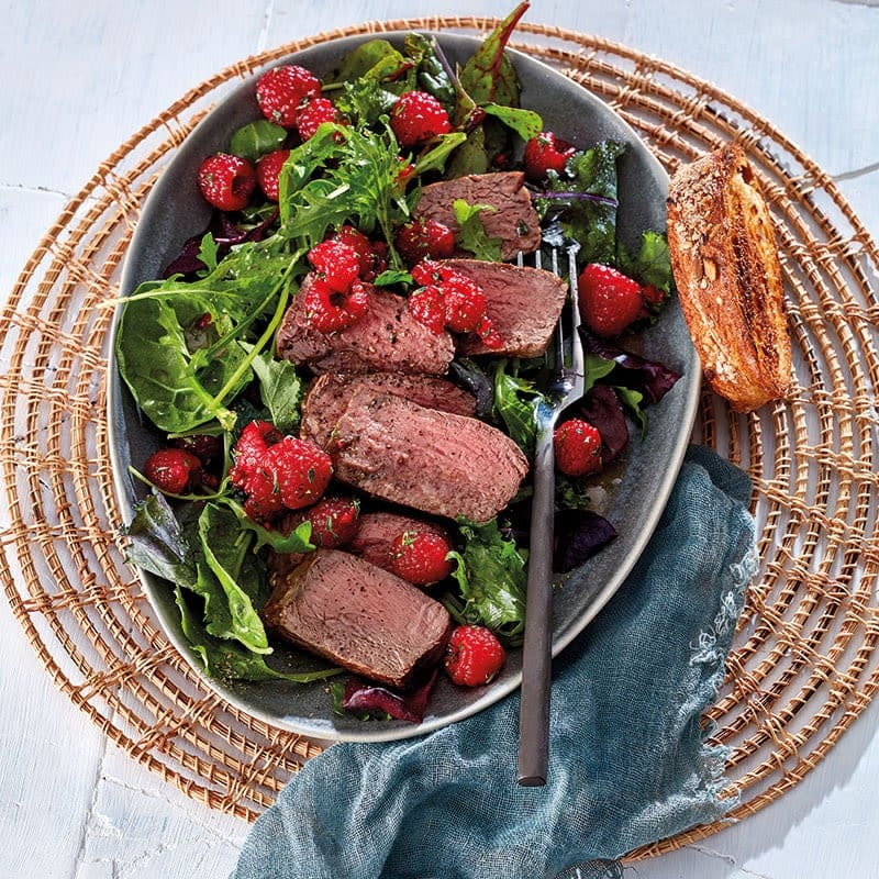 Photo de Salade de mesclun avec vinaigrette aux framboises et filet de bœuf prise par WW