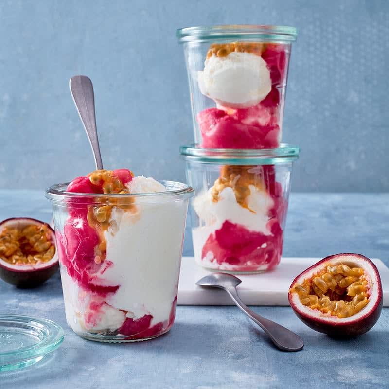 Foto Frozen Joghurt mit Maracuja und Rhabarber von WW