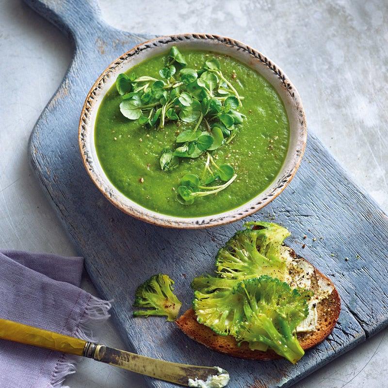 Photo de Soupe de cresson et pain bis au brocoli prise par WW
