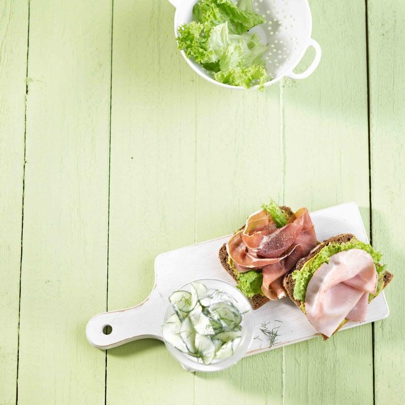 Photo de Pain au jambon et salade de concombre prise par WW