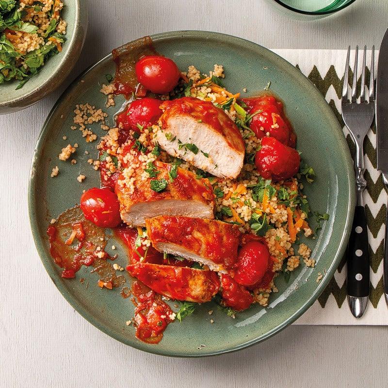 Photo de Poulet à la sauce tomate avec couscous aux herbes prise par WW