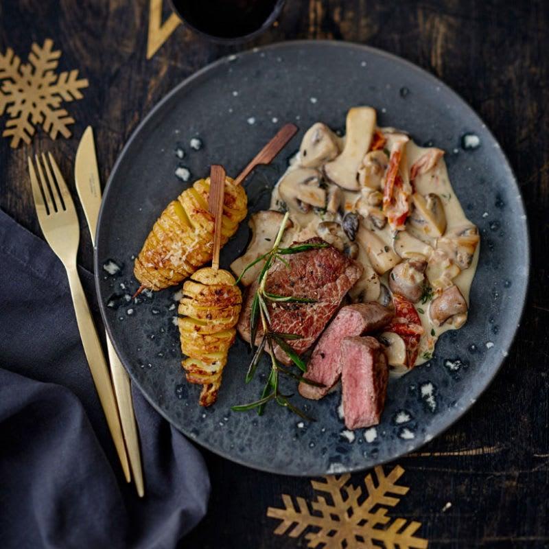 Foto Rindsfiletsteak mit Fächerkartoffeln und Pilzrahmsauce von WW