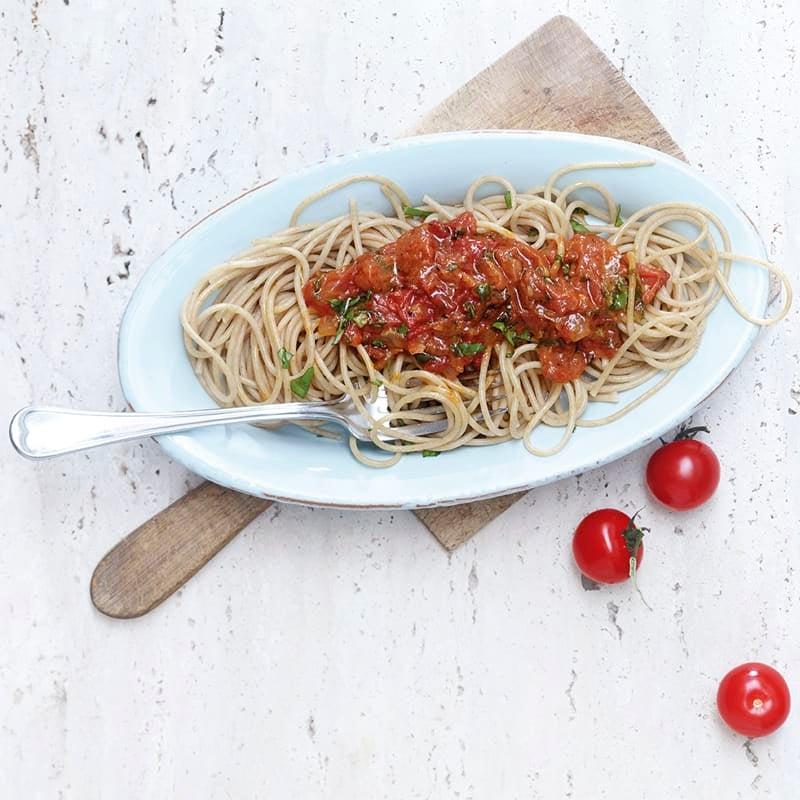 Foto Vollkornspaghetti mit Tomaten-Basilikum-Sugo von WW