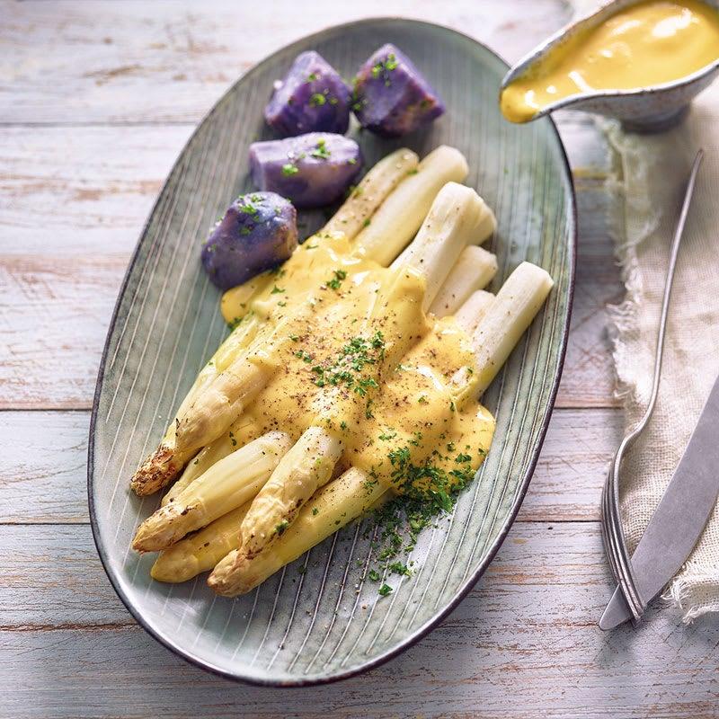 Photo de Asperges au four sauce hollandaise et pommes de terre vitelotte prise par WW