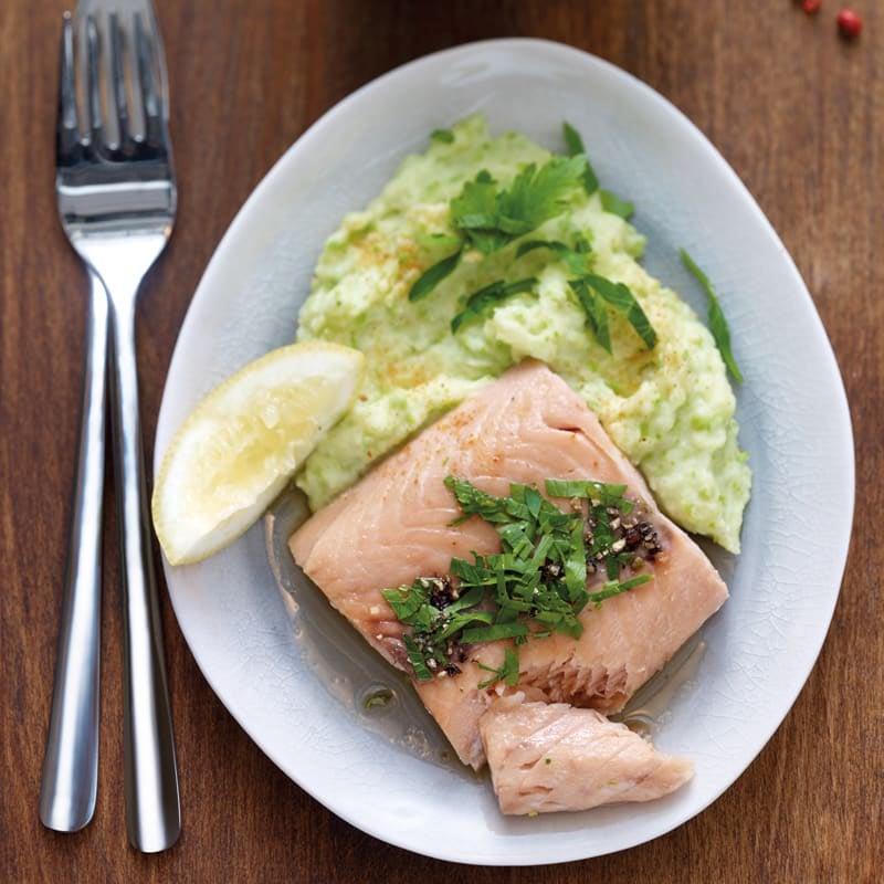 Photo de Filet de saumon poché et sa purée de petits pois prise par WW