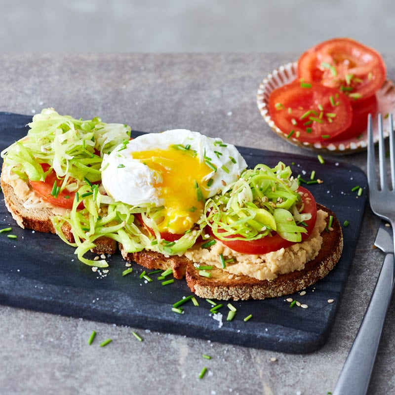 Foto Sandwich mit Hummus, Lauch und pochiertem Ei von WW