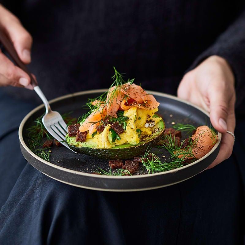 Photo de Avocat, œufs brouillés et saumon prise par WW