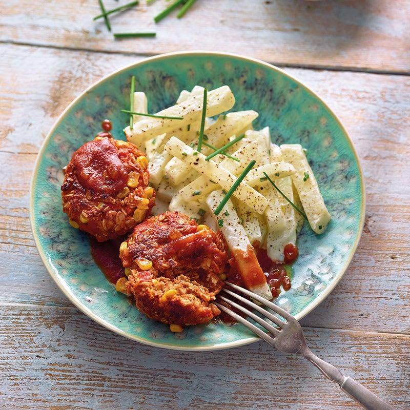 Foto Vegetarische Tätschli mit Ketchup und Kohlrabisalat / Vegetarische Frikadellen mit Ketchup und Kohlrabisalat von WW