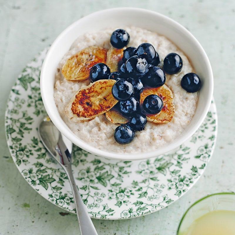 Photo de Porridge aux myrtilles et aux bananes caramélisées prise par WW