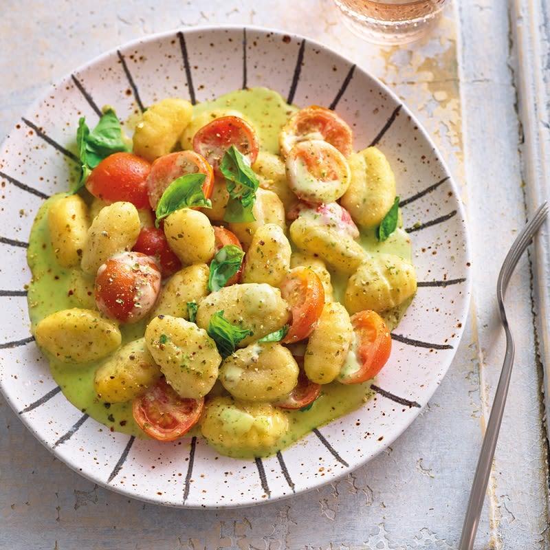 Foto Gnocchi mit Basilikumsauce und Tomaten von WW