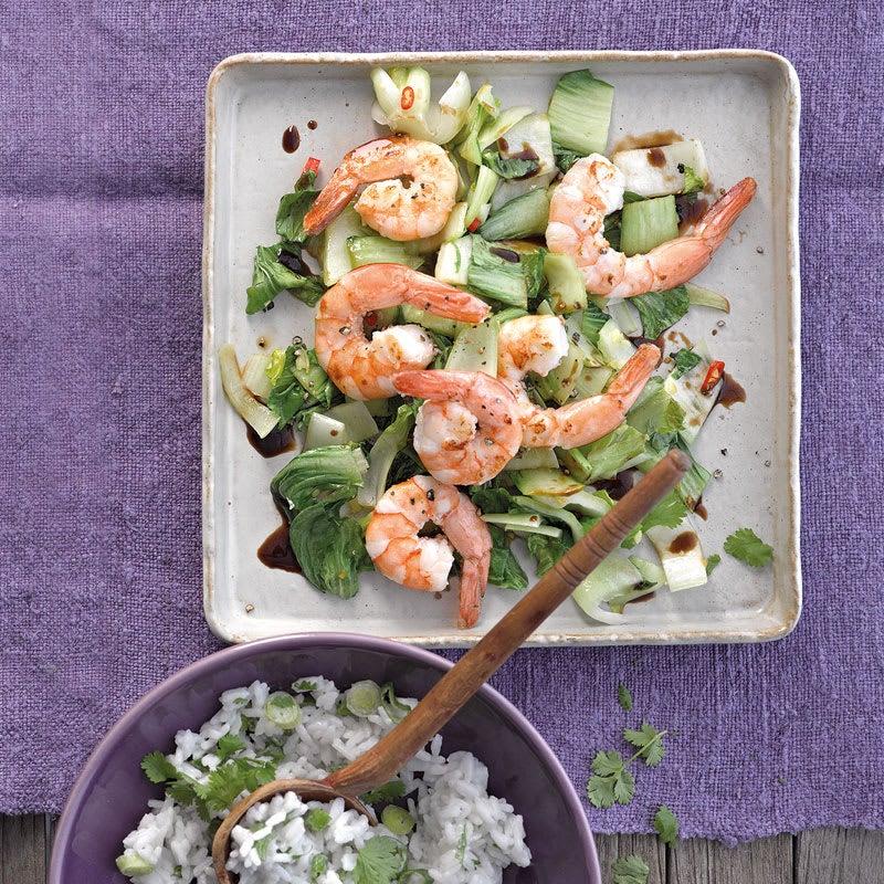 Foto Crevettenpfanne mit Pak Choi und Zitronengras-Reis / Garnelenpfanne mit Pak Choi und Zitronengras-Reis von WW