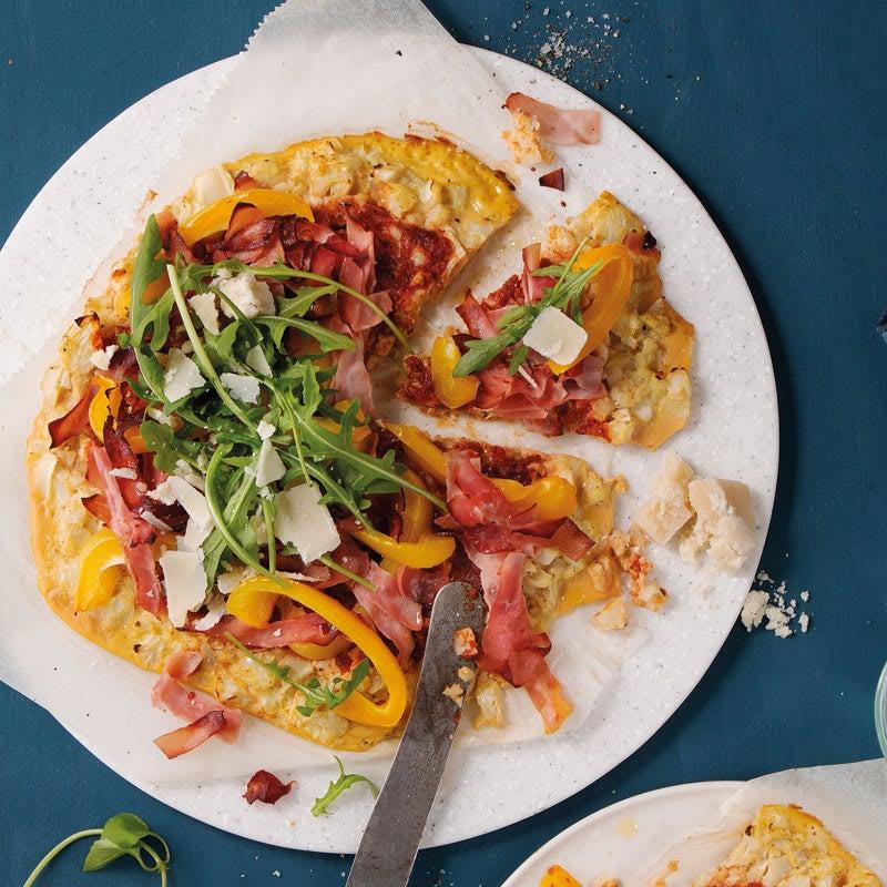 Photo de Pizza au chou-fleur low carb et jambon cuit prise par WW