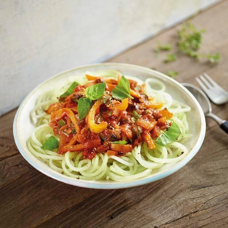 Foto Kohlrabispaghetti mit mediterraner Tomaten-Peperoni-Sauce von WW