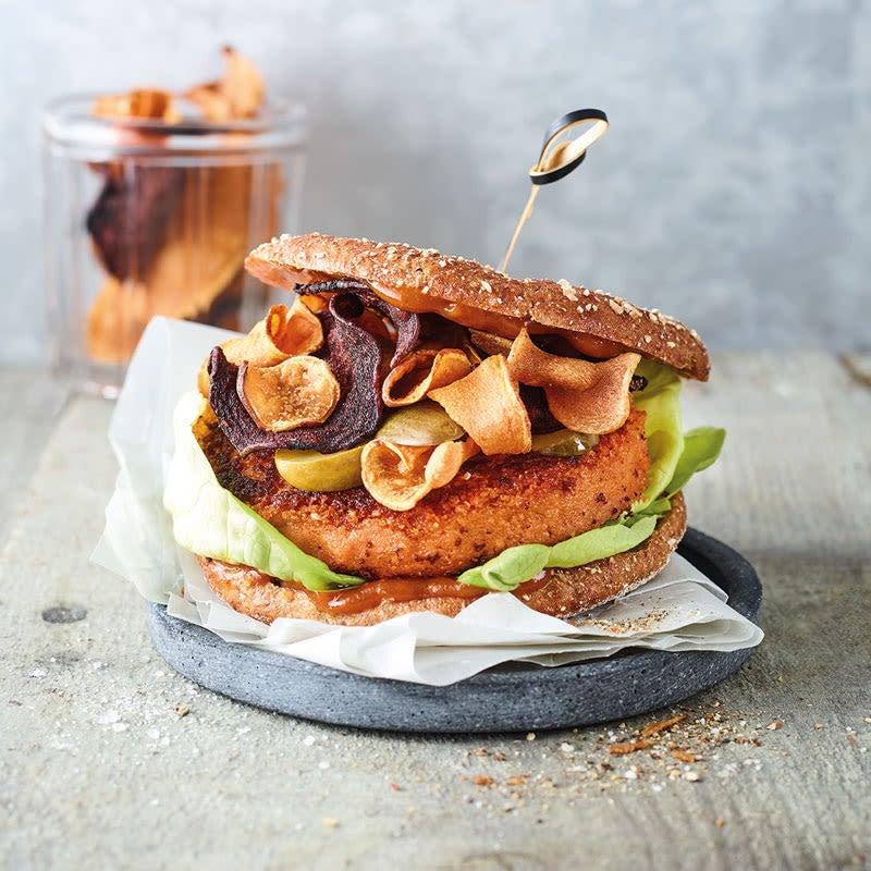 Foto Veganer Burger mit Gemüsechips von WW