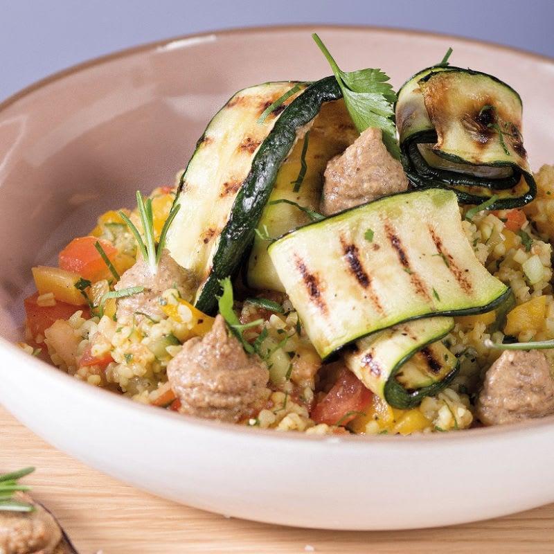 Foto Bulgur-Gemüse-Salat mit Grill-Zucchetti und Baba Ganoush von WW