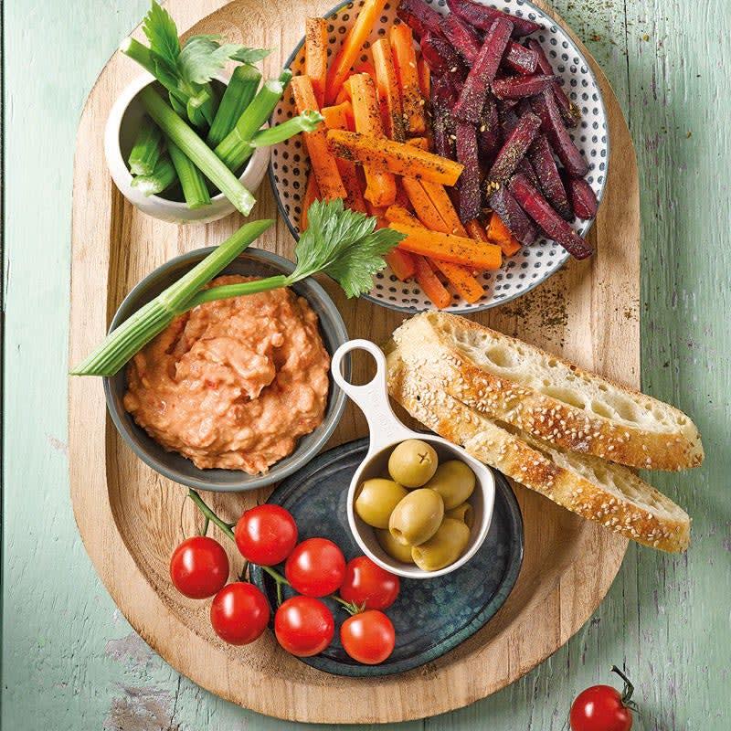 Foto Gemüse-Brot-Platte mit Peperoni-Bohnen-Dip von WW