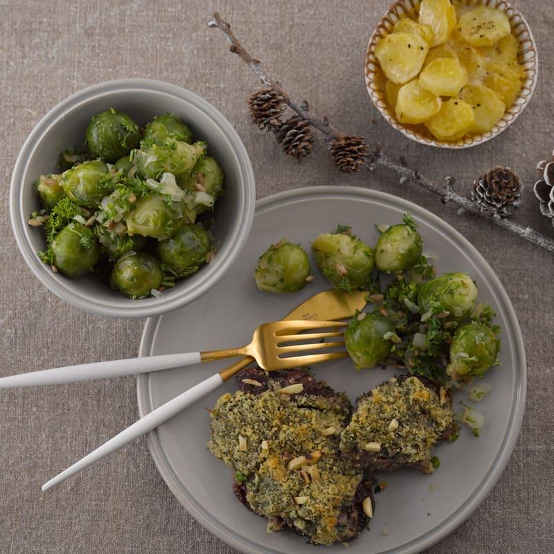 Photo de Filet de boeuf en croûte d'herbes fraîches, gratin de pommes de terre et chou de Bruxelles au citron vert prise par WW