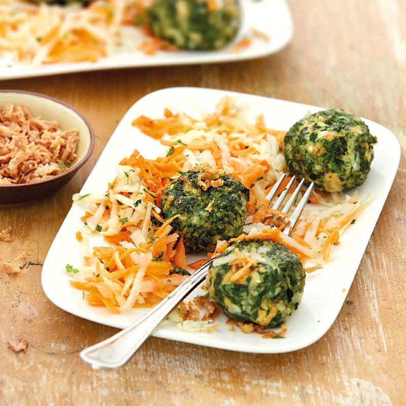 Foto Spinat-Käse-Knödel mit Karotten-Kohlrabi-Salat von WW