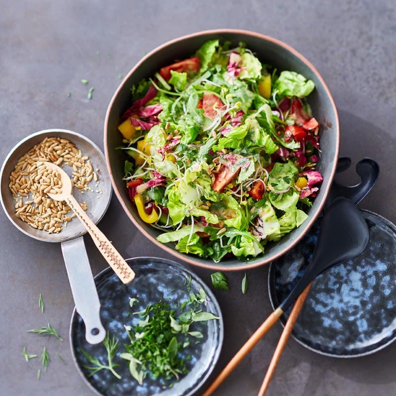 Photo de Salade mêlée et sa sauce aux fines herbes prise par WW
