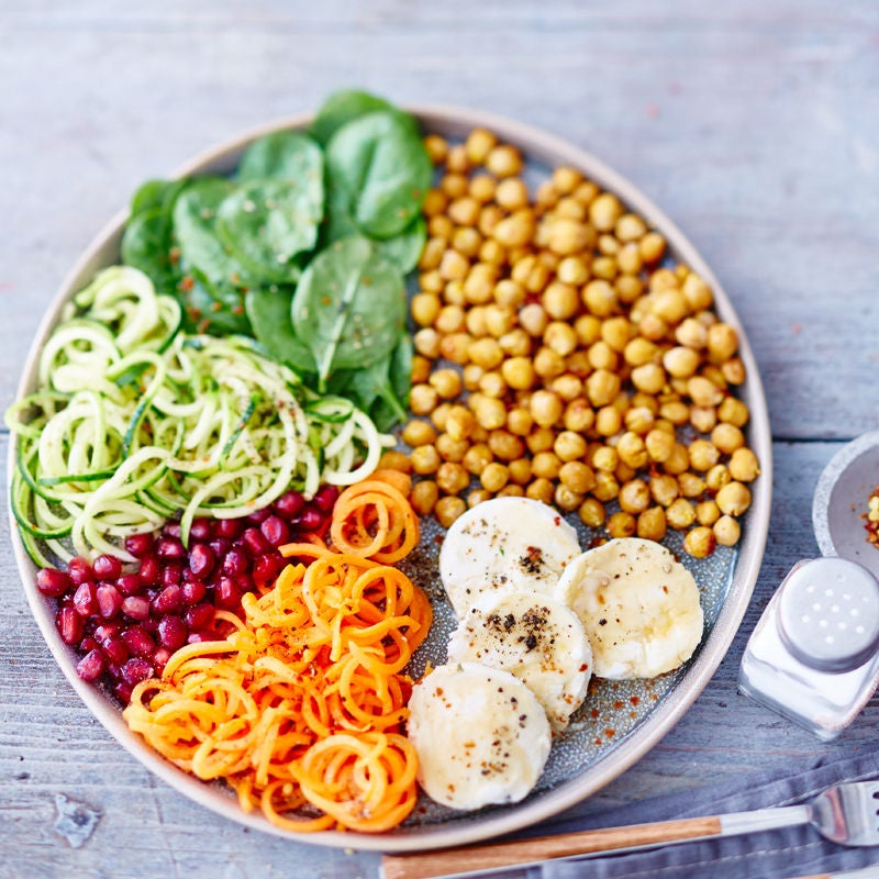 Photo de Salade de légumes et de pois chiches aux médaillons de fromage de chèvre prise par WW
