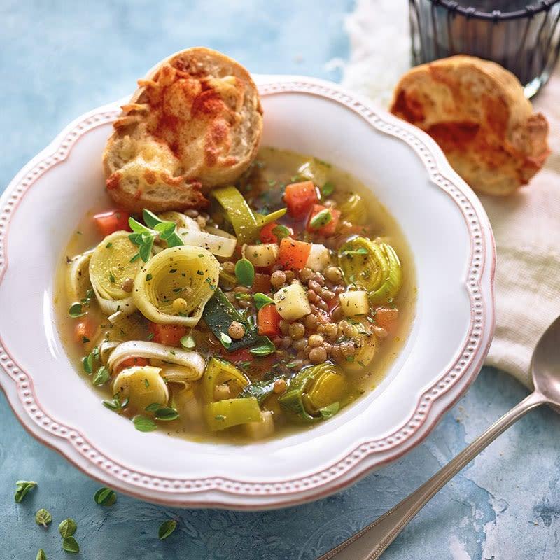 Foto Linsen-Lauch-Suppe mit Käse-Crostini von WW