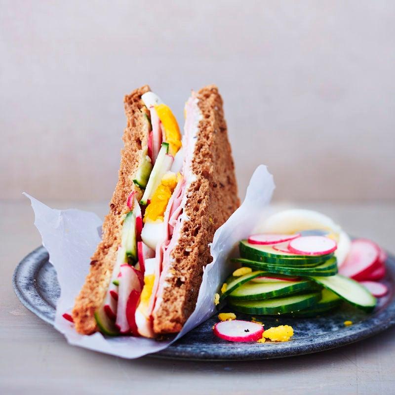 Foto Saftiges Geflügelbrust-Ei-Sandwich von WW