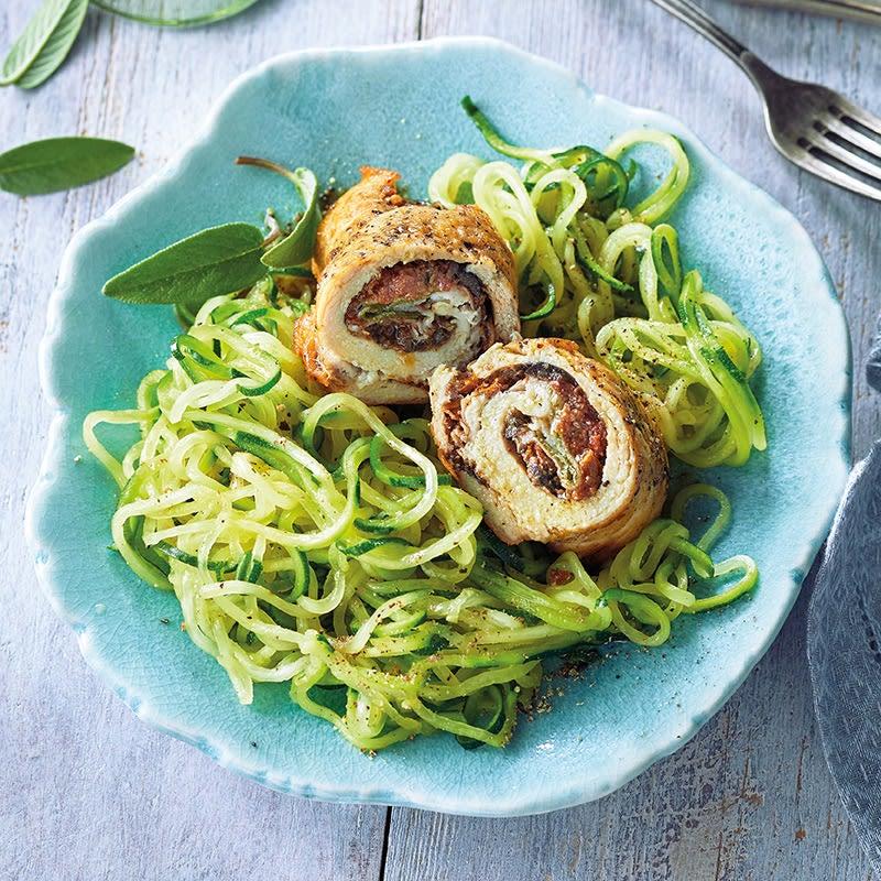 Foto Gefüllte Poulet-Involtini auf Zucchinispaghetti von WW