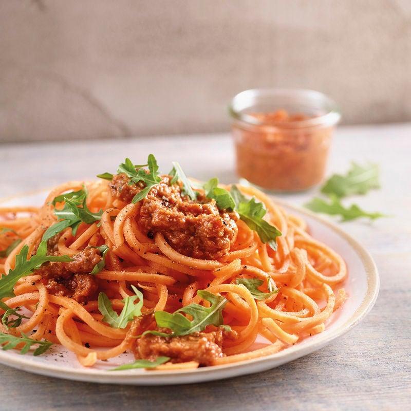 Foto Süsskartoffelspaghetti mit rotem Pesto von WW