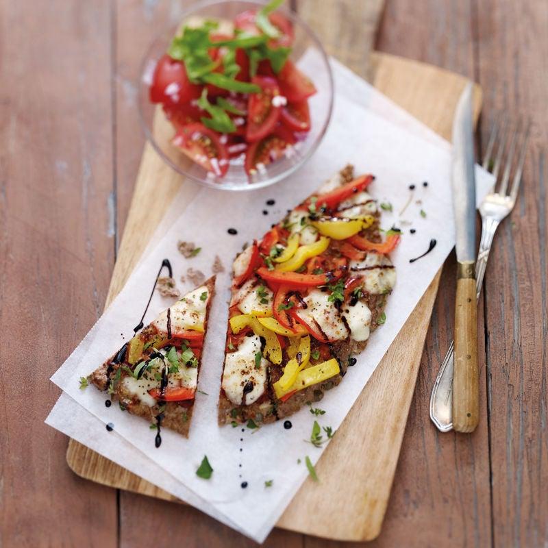 Foto Mediterrane Hackfleischpizza mit Tomatensalat von WW