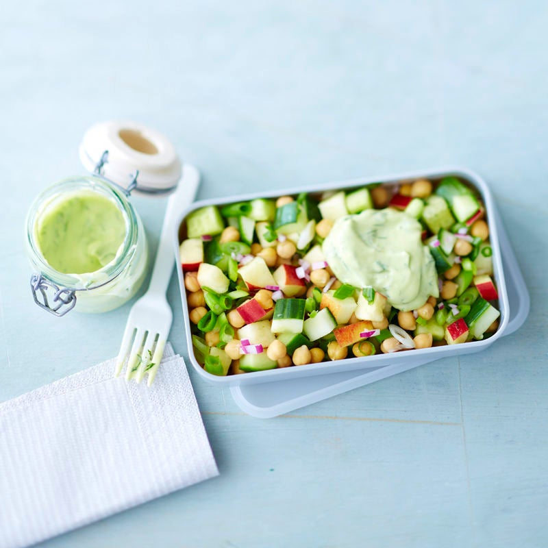 Photo de Salade de concombre et pois chiches avec vinaigrette à l'avocat prise par WW