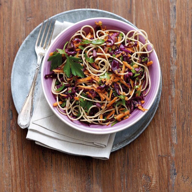 Foto Karotten-Rotkohl-Salat mit Vollkornspaghetti von WW
