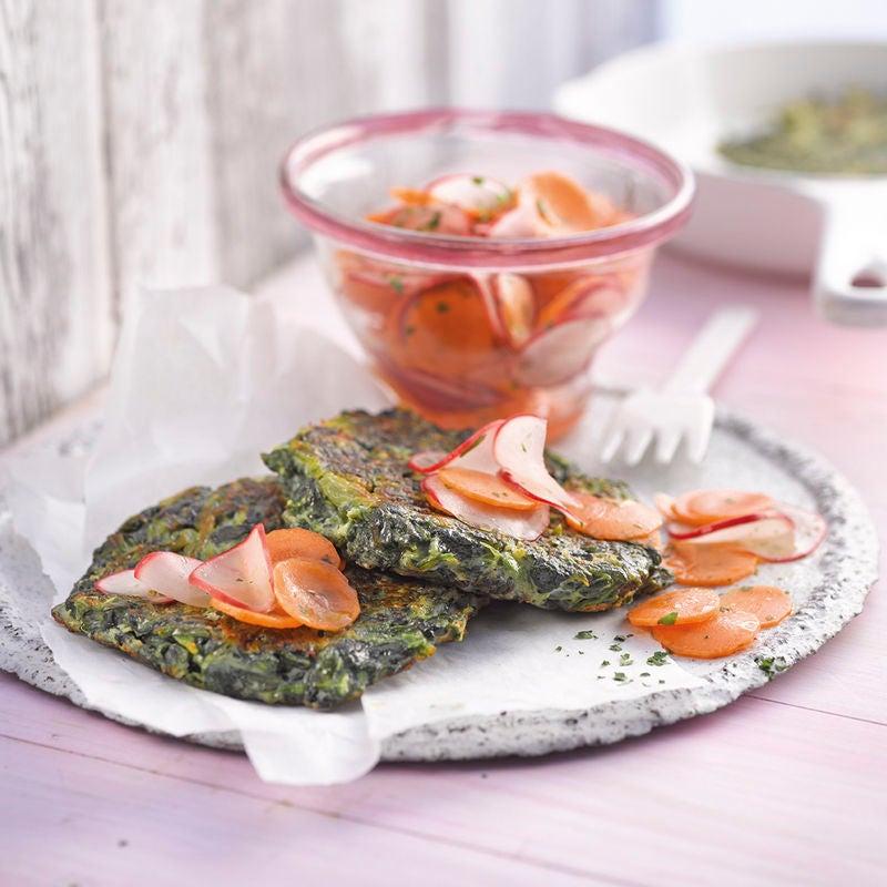 Foto Spinattätschli mit Radieschen-Karotten-Salat von WW