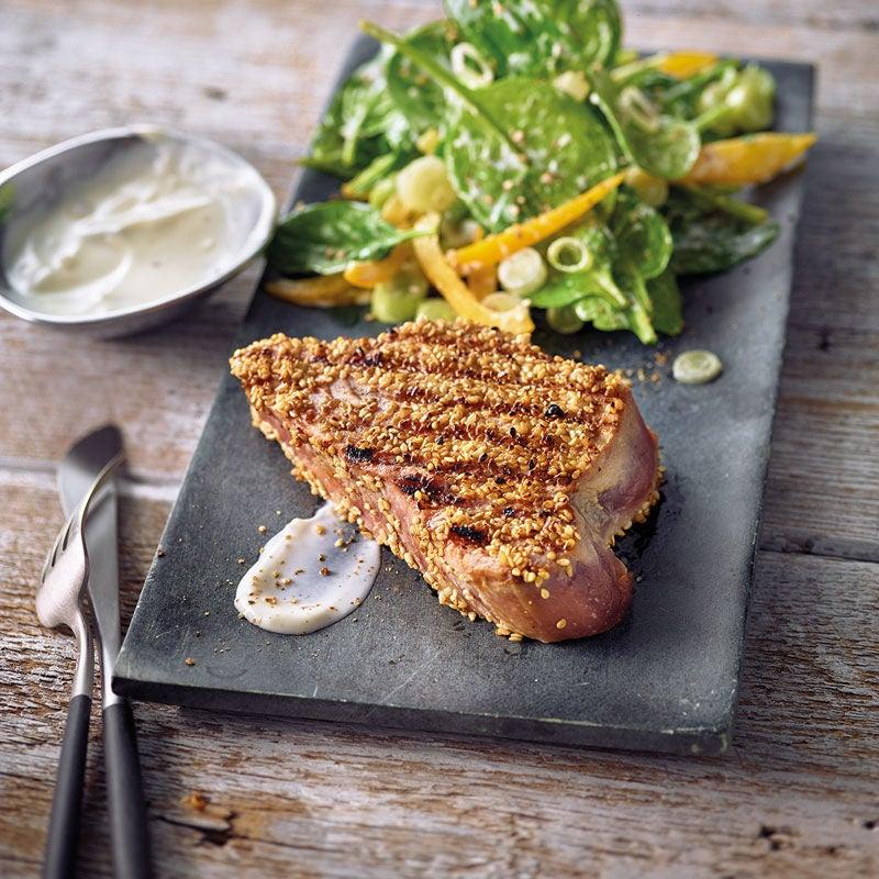 Photo de Steak de thon en croûte de sésame et salade d'épinards prise par WW