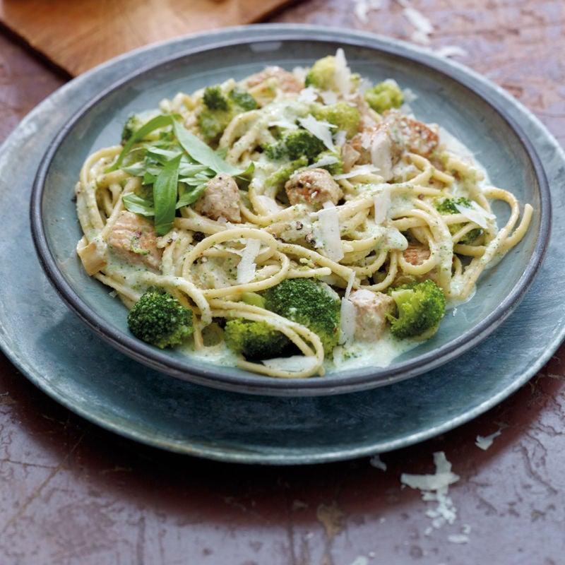 Foto Broccoli-Linguine mit Trutenbrust und Parmesan von WW