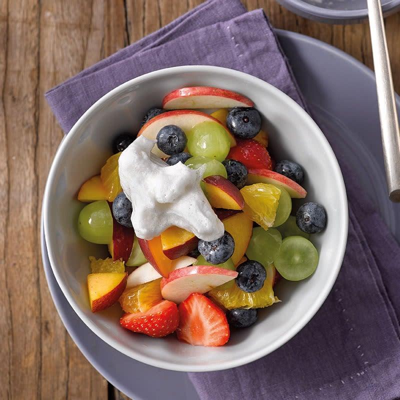 Foto Fruchtsalat mit cremigem Milch-Topping von WW