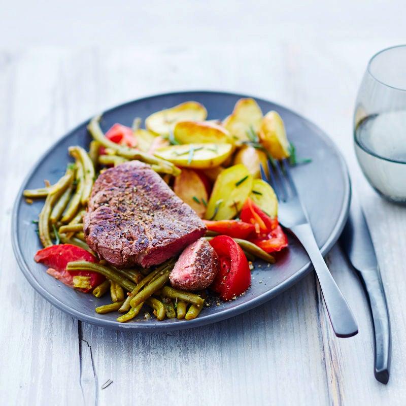 Photo de Steak, pommes de terre au romarin et haricots prise par WW