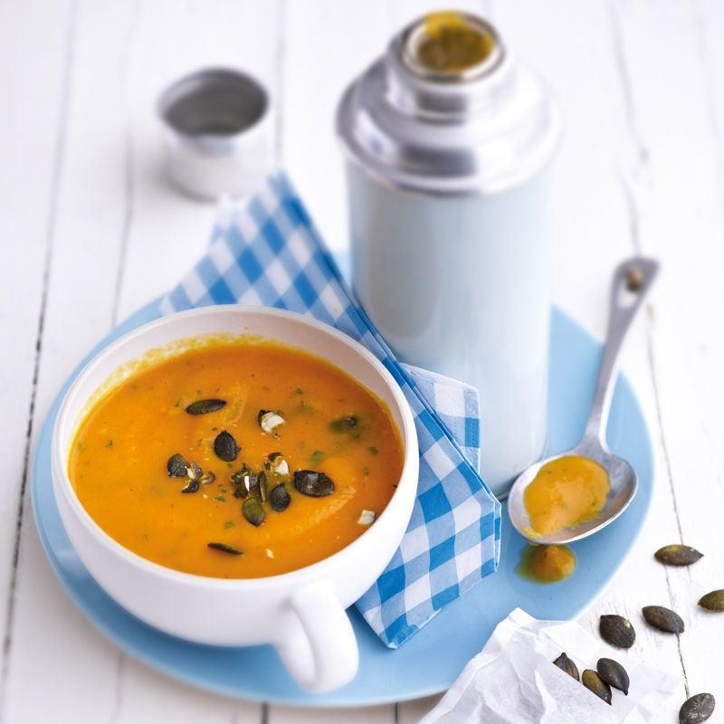 Foto Süsskartoffel-Karotten-Suppe mit Kürbiskerntopping von WW