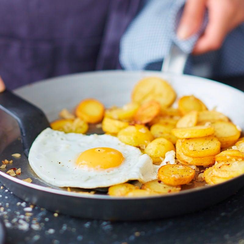 Photo de Pommes de terre sautées, oeuf au plat et salade prise par WW
