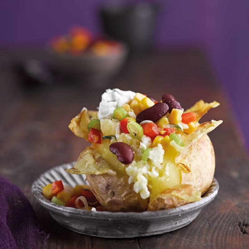 Foto Ofenkartoffel mit Sour Cream und Gemüse von WW