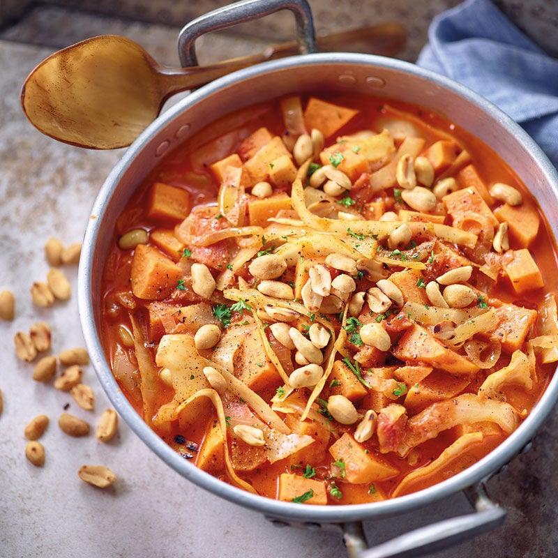Foto Erdnusstopf mit Süsskartoffel und Weisskabis / Erdnusstopf mit Süßkartoffel und Weißkohl von WW