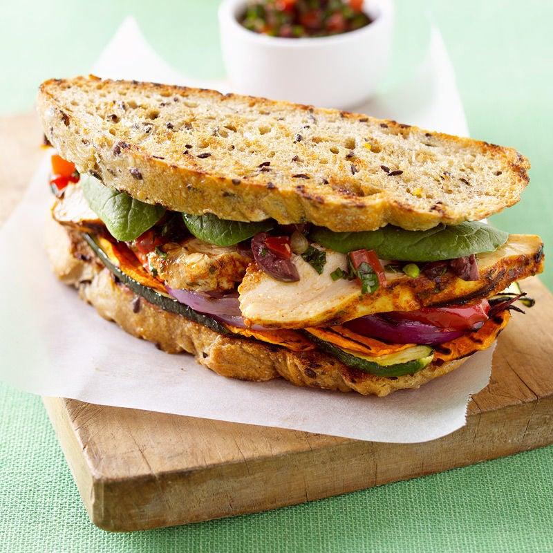 Photo de Sandwich au poulet et légumes grillés prise par WW