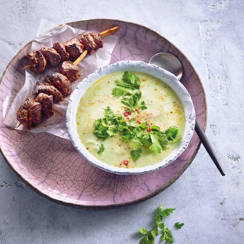 Photo de Soupe froide de concombre à l'asiatique et brochettes prise par WW