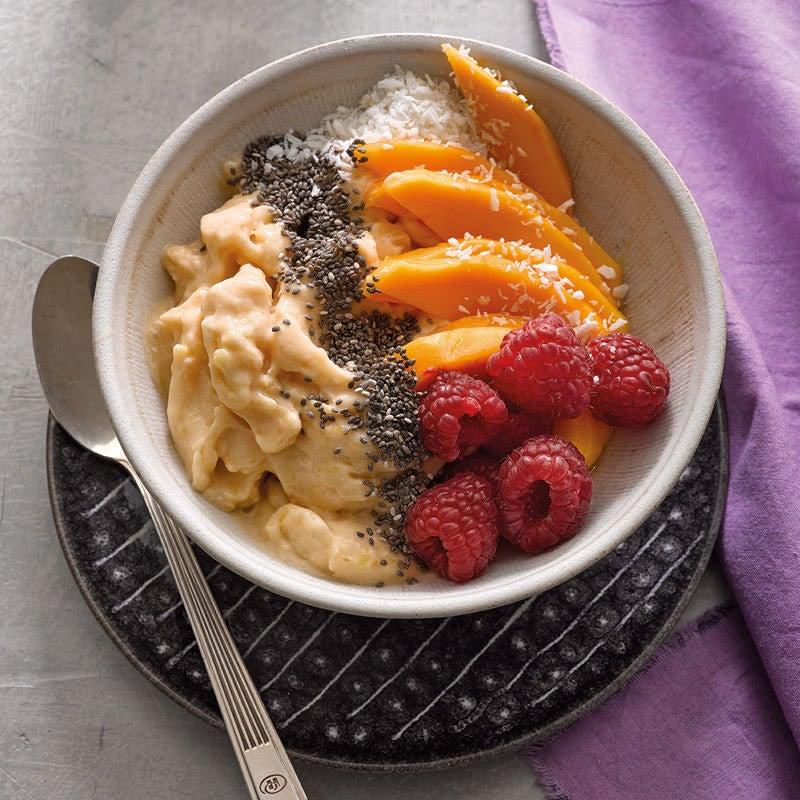 Photo de Smoothie-bowl de papaye à la noix de coco prise par WW
